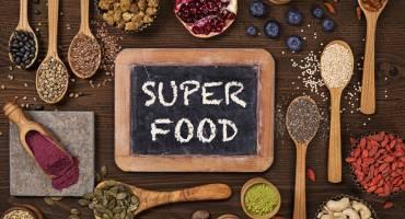 Суперфуды: что это такое и с чем их едят?