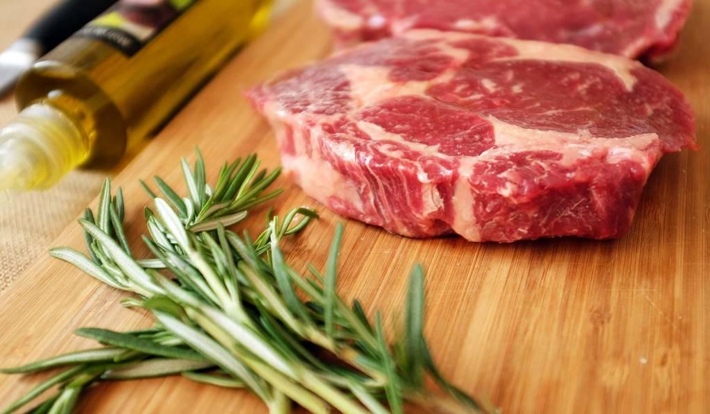 мясо на стейк